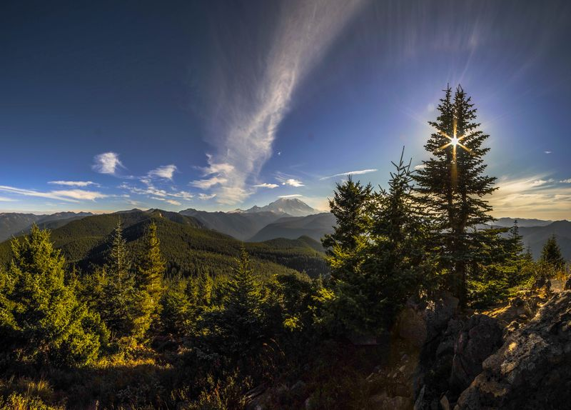 Mt rainier from suntop lookout day time 2-