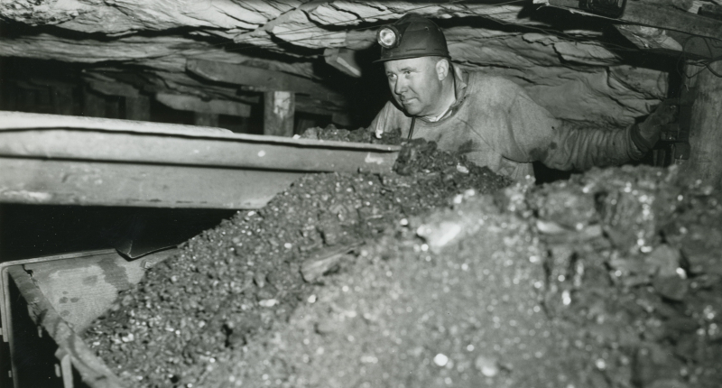 Coal miner at work.jpg 2